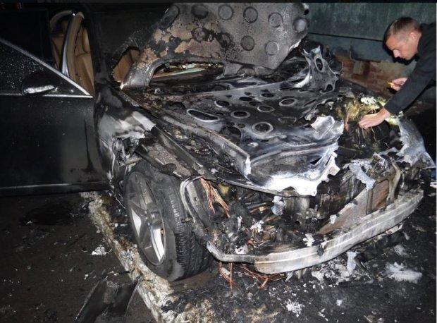В Ровно сожгли машину депутата: первые подробности и фото