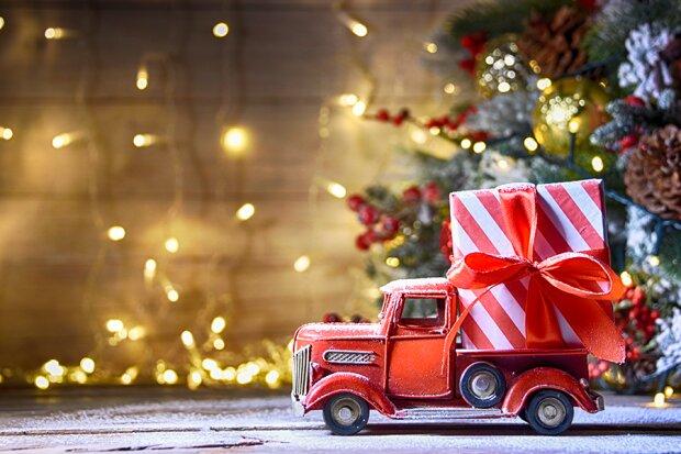 Як обрати подарунок, який вразить, запам'ятається і зігріє душу: корисні поради та актуальні ідеї