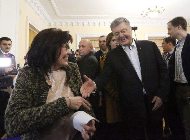 Сгорела хата, гори и сарай: Романенко показал, как Украина будет расхлебывать прощальные подарки Порошенко