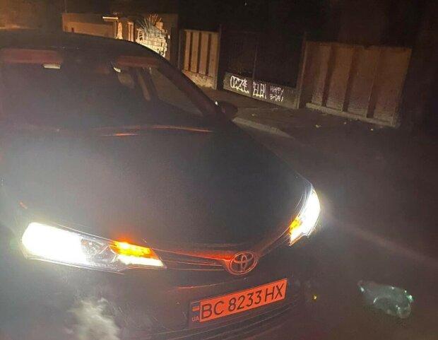 У Львові таксист побив ногами пасажира через собаку: обличчя в шмаття