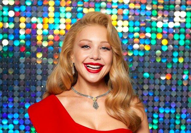 Тина Кароль обнажила грудь ради рекламы, украинцы не могут смотреть красотке в глаза