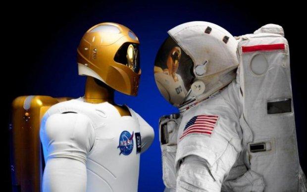 NASA свяжет робота и космонавта пуповиной