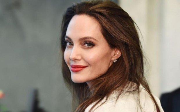 У Джоли отберут детей: подробности