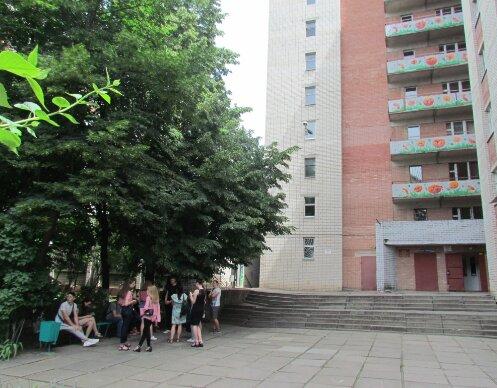 """Два відра вінегрету за хвилину: студенти під Запоріжжям встановили """"голодний"""" рекорд"""