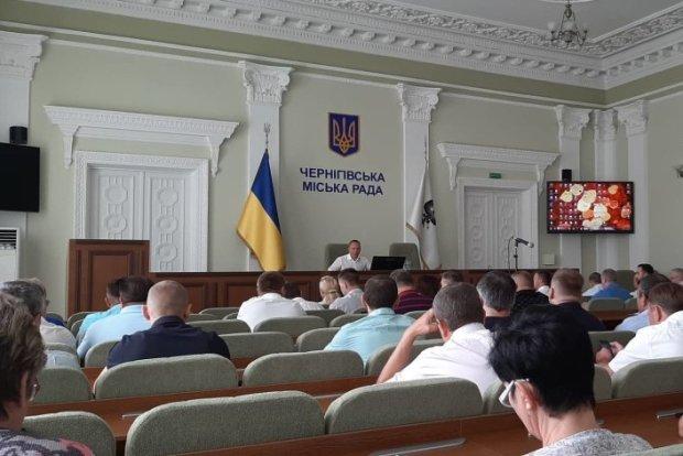 Мер Чернігова Владислав Атрошенко під час наради