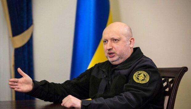 """Турчинов повідомив про родинне горе: """"Тихо пішла..."""""""