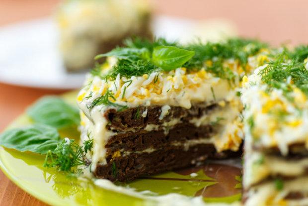 Домашняя кухня: печеночный торт с чесноком