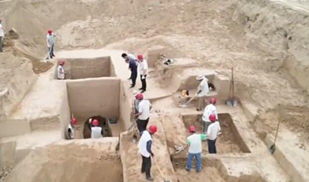 Раскопки гробницы, фото: dailymail.co.uk