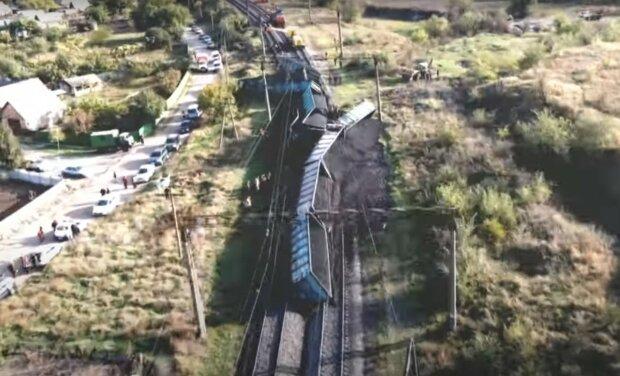поезд сошел с рельсов, скриншот с видео
