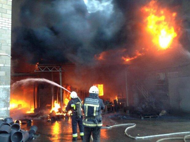 Под Винницей вспыхнул военный склад, напоминает ад в Ичне: первые подробности