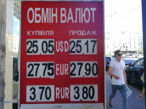 Курс валют на 30 серпня: євро засидівся на місці