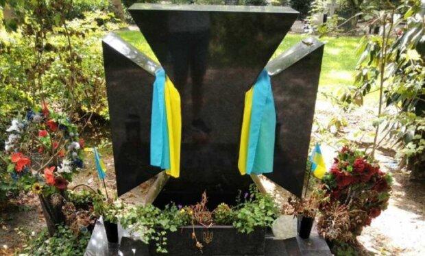 """Франківчанин упорядкував могилу Коновальця в Нідерландах: """"Спи спокійно, герой УНР"""""""
