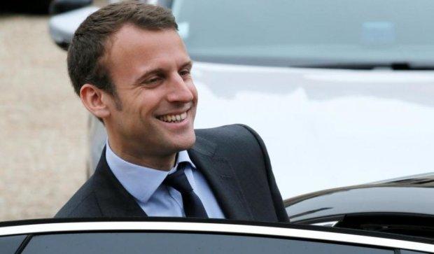 Выборы во Франции: опрос показал сокрушительное поражение Ле Пен