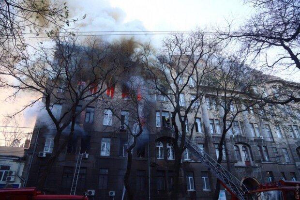 В Одессе пылает колледж: крики, паника и десятки пострадавших, экстремальные кадры из огня