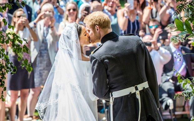 Річниця весілля принца Гаррі та Меган Маркл: зворушливі кадри з церемонії