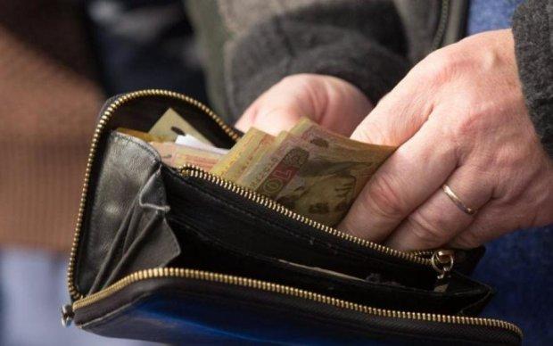 "Премии и надбавки: сколько украинцев живут на ""минималку"""