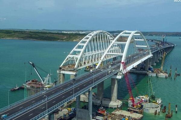 У Путина насмешили «адскими пробками» на Крымском мосту (ФОТО)