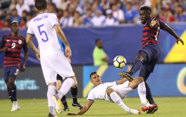 Футболісти збірної Сальвадору покусали суперників у матчі з США