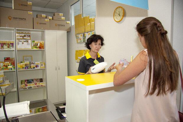 Оберут до нитки: Укрпочта задрала тарифы, сколько украинцам придется платить