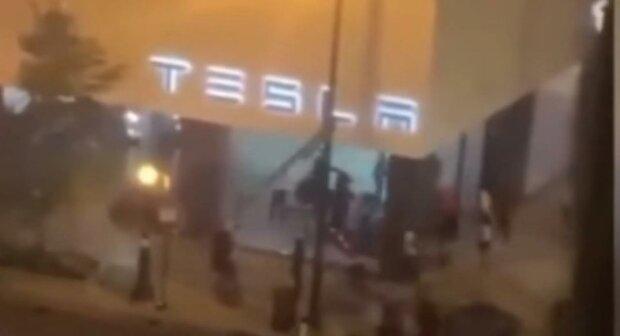 Вандали і Tesla, gizchina