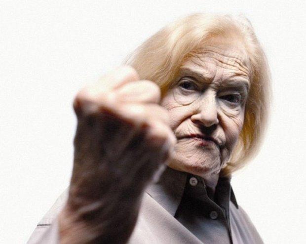 Пенсионерка борется со злыми силами, даже священник не в силах ей помочь: это существо слишком привыкло высасывать из меня энергию