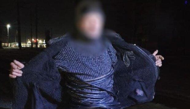 В Харькове поймали человека-кабель, копы обалдели: снял куртку, а там...