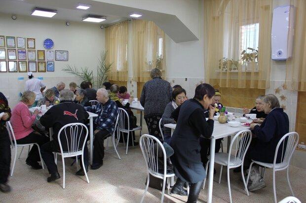 """В Одессе откроют бесплатную столовую: кому готовить """"большие ложки"""""""