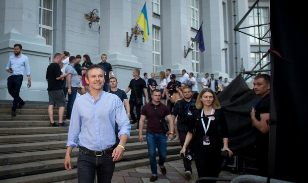 """""""Голос"""" Вакарчука пішов проти Зеленського через незаконне збагачення: деталі"""