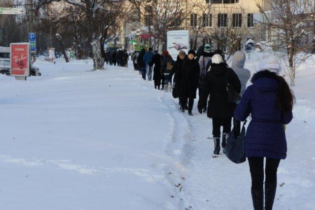 Лютый снегопад и транспортный коллапс в Киеве породил уйму забавных фотожаб: подборка лучших