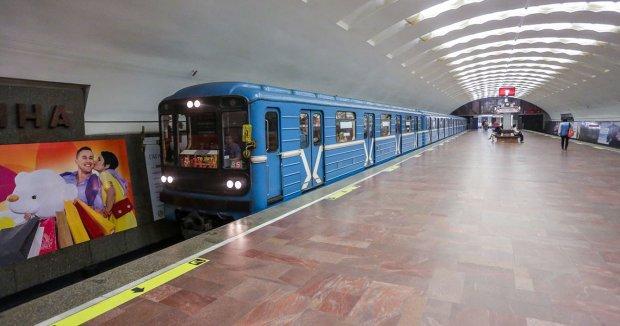 Страшное ЧП в метро поставило Киев на уши, движение экстренно остановили: видео кошмара