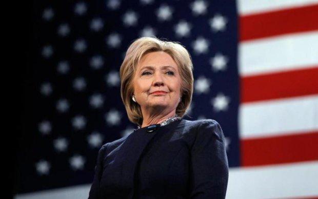 Клинтон напишет мемуары про коварных русских