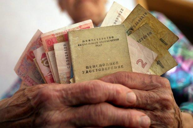 """Украинцев научили """"предсказывать будущее"""": какой пенсии ждать"""