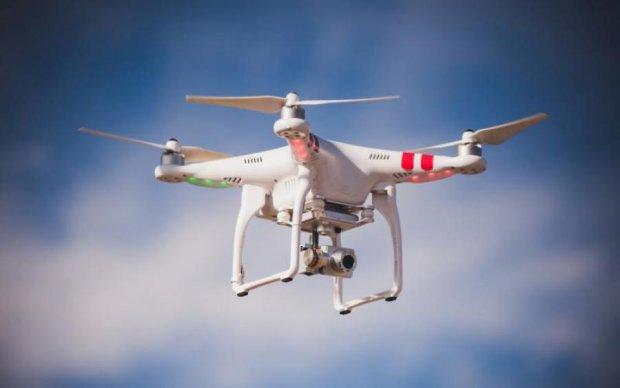 Відео, як з Голлівуду: чоловік ефектно врятував дрон і став героєм соцмереж