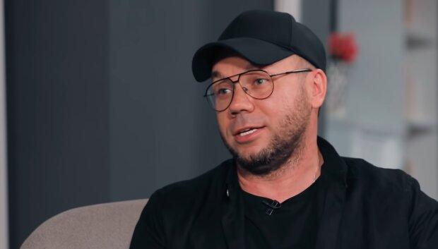 Андре Тан, скріншот із відео