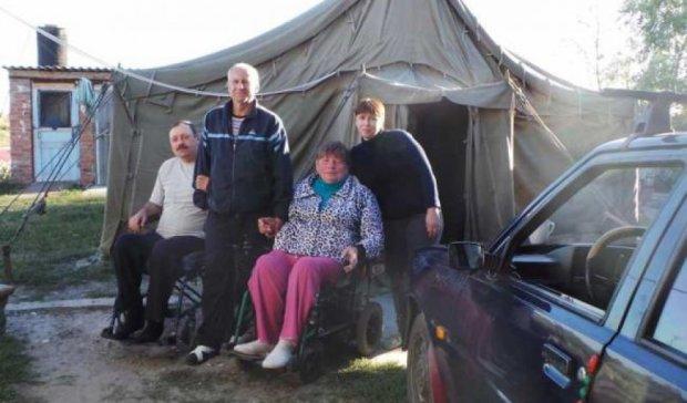 На Донеччині інвалідів-переселенців поселили просто неба (фото)