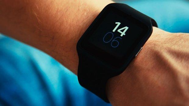 Аналітики назвали майбутнього лідера ринку розумних годинників і навушників: точно не Samsung