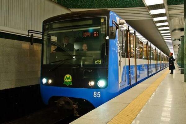 """Поедем по-новому: Кернес пообещал харьковчанам заменить """"совковые"""" вагоны в метро"""
