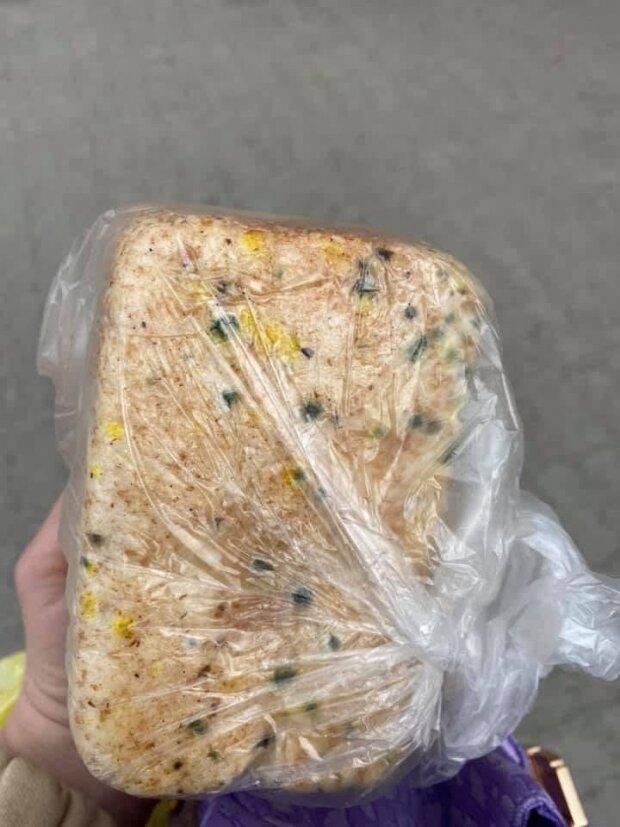 """Сюрпризи в хлібі, фото: Telegram-канал """" чорний список"""""""