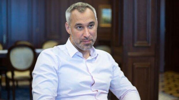 """Генпрокурор Рябошапка замішаний в судовій тяжбі з рідним батьком: """"Вигнали на вулицю"""""""