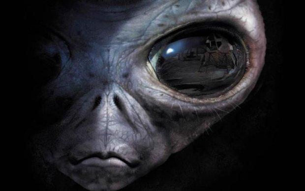 Земна авіація вступила в бій з прибульцями: фото