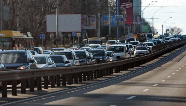 Суцільний затор: моторошна ДТП паралізувала Київ, кадри транспортного пекла