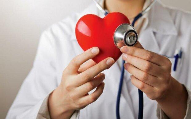 Смертельно опасно: названы главные признаки болезни сердца
