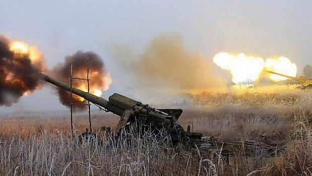 """На Донбас перекинули танки та """"Гради"""""""