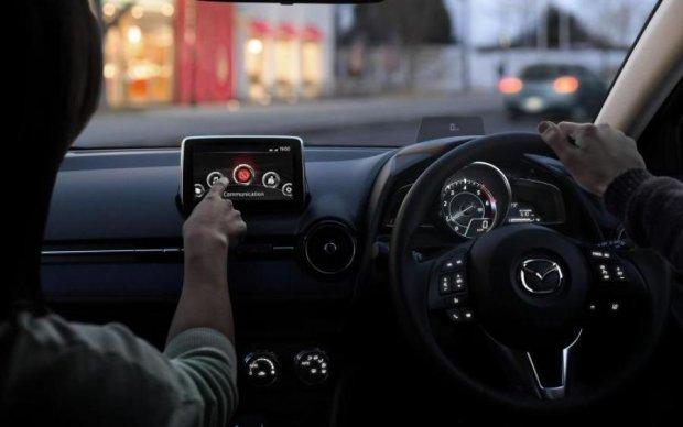 Флагман від Mazda: компанія заінтригувала новинкою
