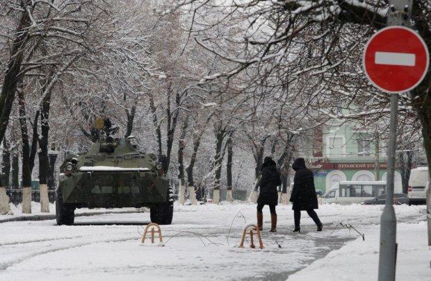 Як будуть святкувати Новий рік на Донбасі і в Криму: Путін, російські ялинки і порожні прилавки