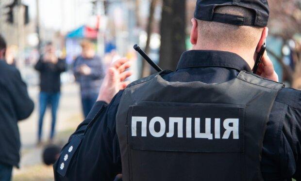 """Нудьга штовхає на крайні заходи: п'яний чоловік викликав наряд поліції для """"світської"""" бесіди"""