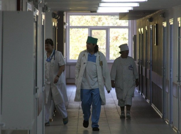 Больницы Львова переполнены: какая болезнь косит горожан десятками