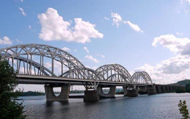 Страшнее Генуи: эксперт назвал самые опасные мосты Киева