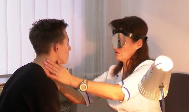 Оформлення лікарняного, фото: кадр з відео