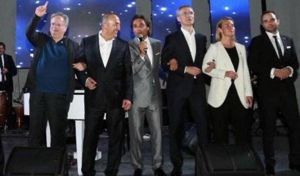 Міністри НАТО заспівали хіт Майкла Джексона